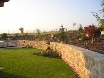 Zahrady - jplcz.com - Zídky a ploty z kamene