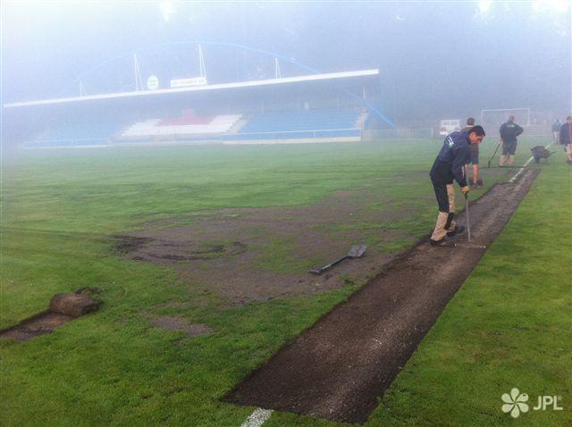 Sportoviště - jplcz.com - Obnova trávníku fotbalového hřiště