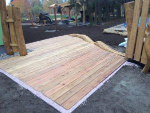 Sportoviště, Veřejná zeleň - jplcz.com - Terénní úpravy, výstavba pergoly, položení závlahového systému, dětské prolézačky z akátového dřeva