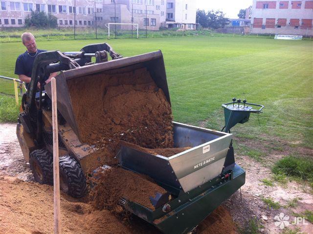 Sportoviště - jplcz.com - Regenerace fotbalového hřiště