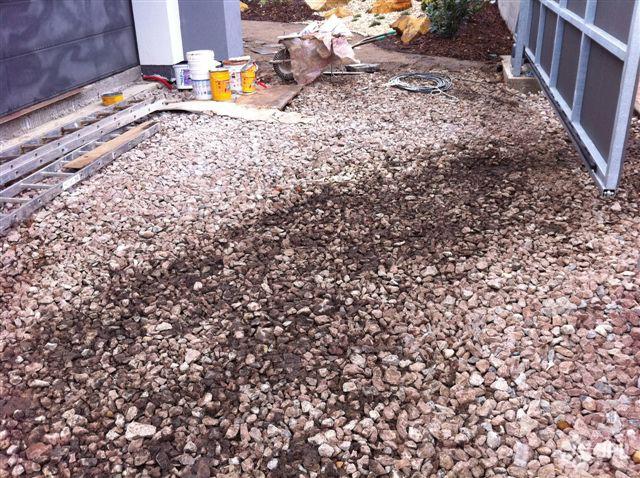 Zahrady - jplcz.com - Položení štípané žuly na cestu