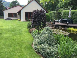 Jezírka, Travní koberce, Veřejná zeleň, Zahrady, Závlahové systémy - jplcz.com - Údržba zeleně, sekání, hnojení a vertikutace trávníků, střihání živých plotů