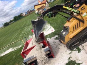 Regenerace fotbalového hřiště