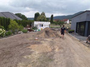 Výsev trávníku, zahrada Litoměřice